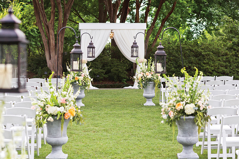 By Now, You Know We Love All Things Floral, So Itu0027s No Surprise That Weu0027ve  Rounded Up Three Of Our Favorite Garden Wedding Venues For You To Peruse.