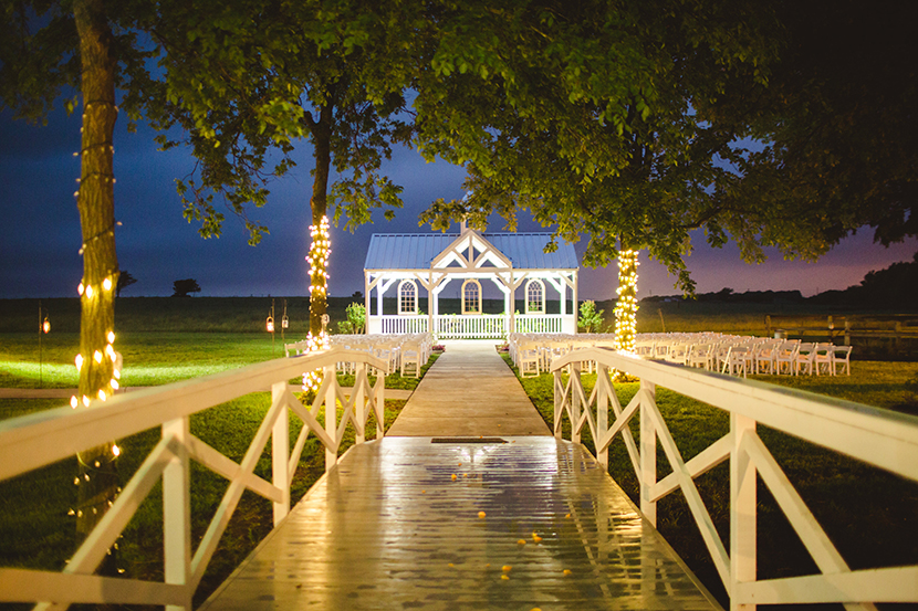 Luxe location willow creek wedding and event venue for Willow creek mansion